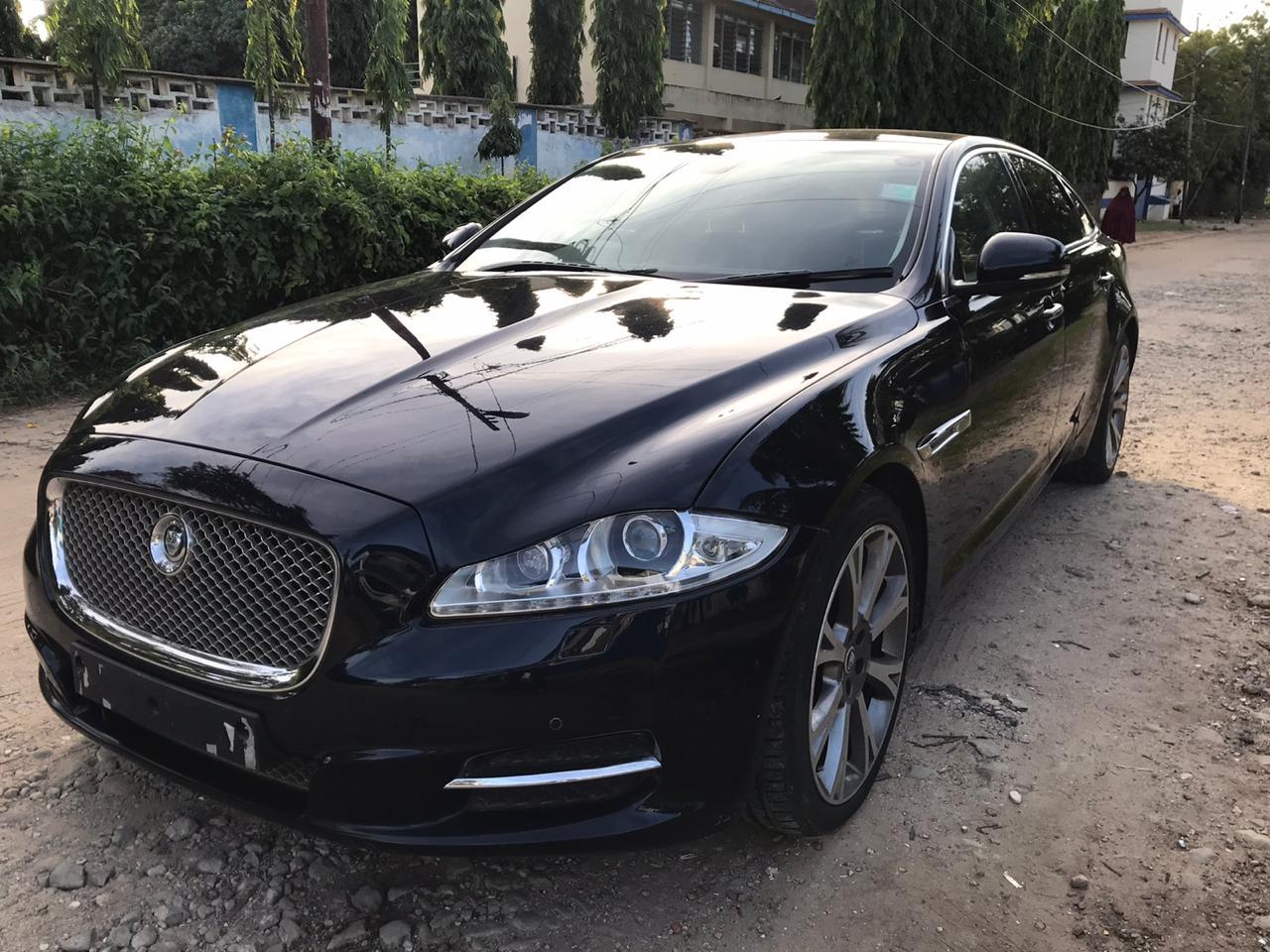 2011 Jaguar XJ 3.0 Diesel Portfolio Auto **PANORAMIC SUNROOF**